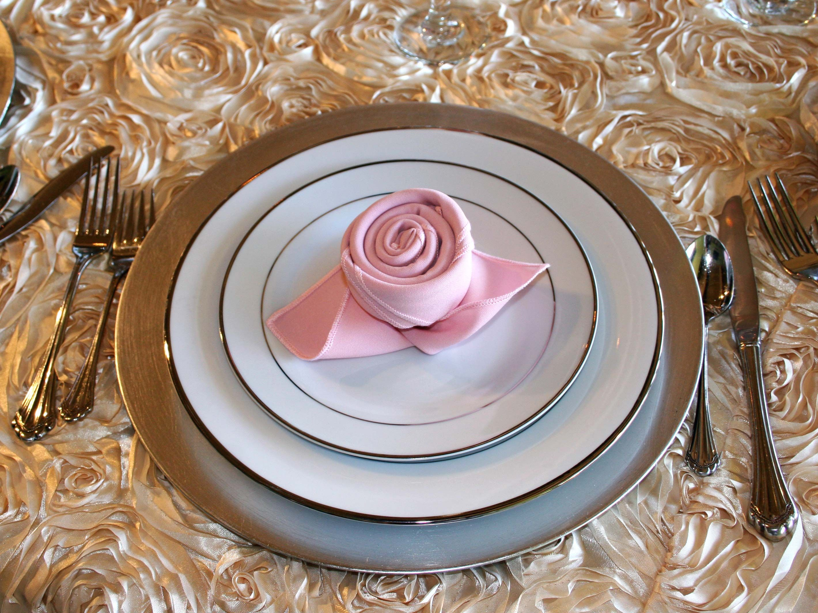 The Most Creative Ways To Fold Dinner Napkins Tutorial Thatsweetgift