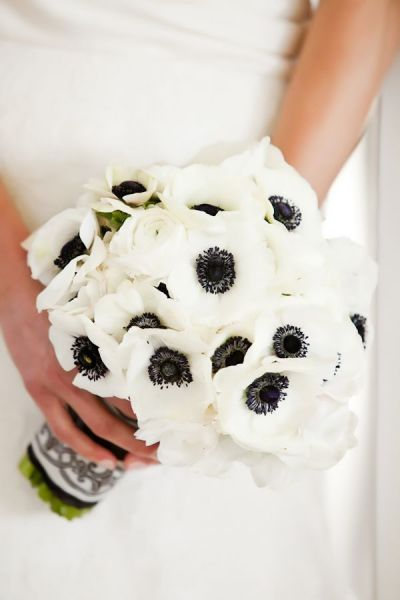 clean and modern wedding bouquet