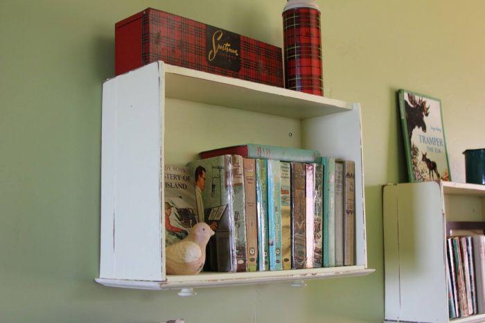 Repurposed Drawer DIY Bookshelf