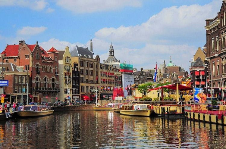 Best places to travel alone: Amsterdam