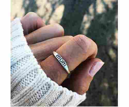 "Dolland – Simple Fashion Jewelry ""Mom"" Ring"