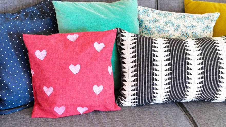 3 DIY Decorative Pillow Tutorials to do At Home