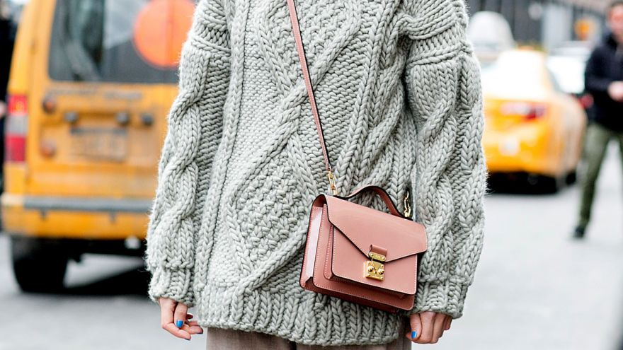 10 Super Comfy & Cute Oversized Sweaters for Every Body Type!