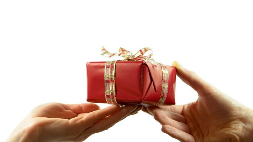 The Ultimate Guide to Gift Giving: 10 Tips That Always Apply