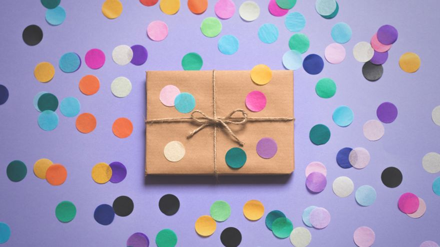 When to Get a Gift Card and When to Get a More Personalized Present