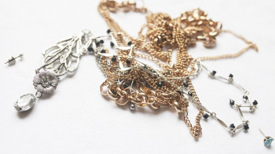 How to Untangle a Necklace in Seconds!