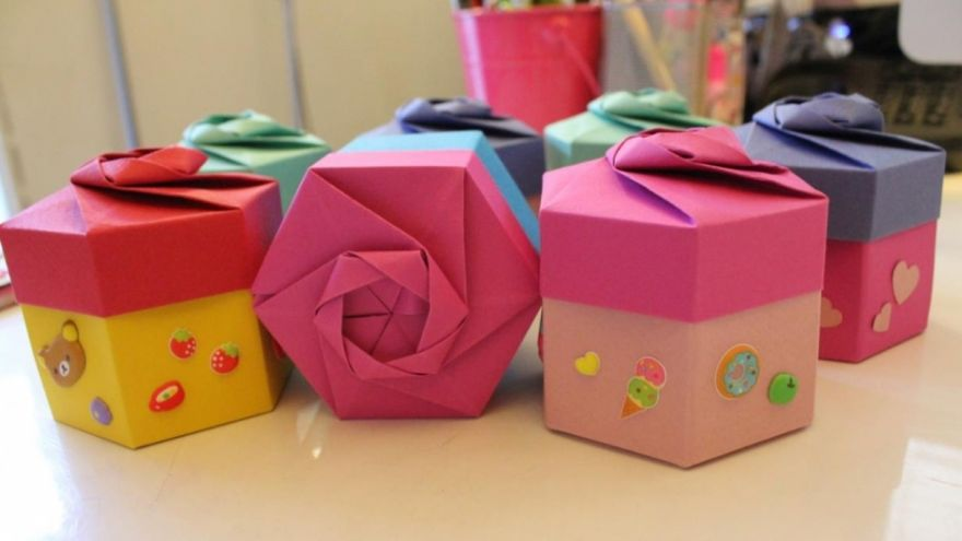 Folding an Origami Gift Box Like a Pro!