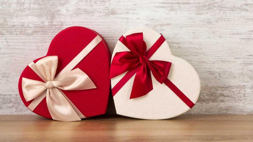 Valentine's Day Special: What Would a Guy Want to Receive As a Gift?
